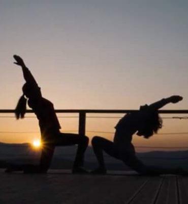 Yoga ao por do sol